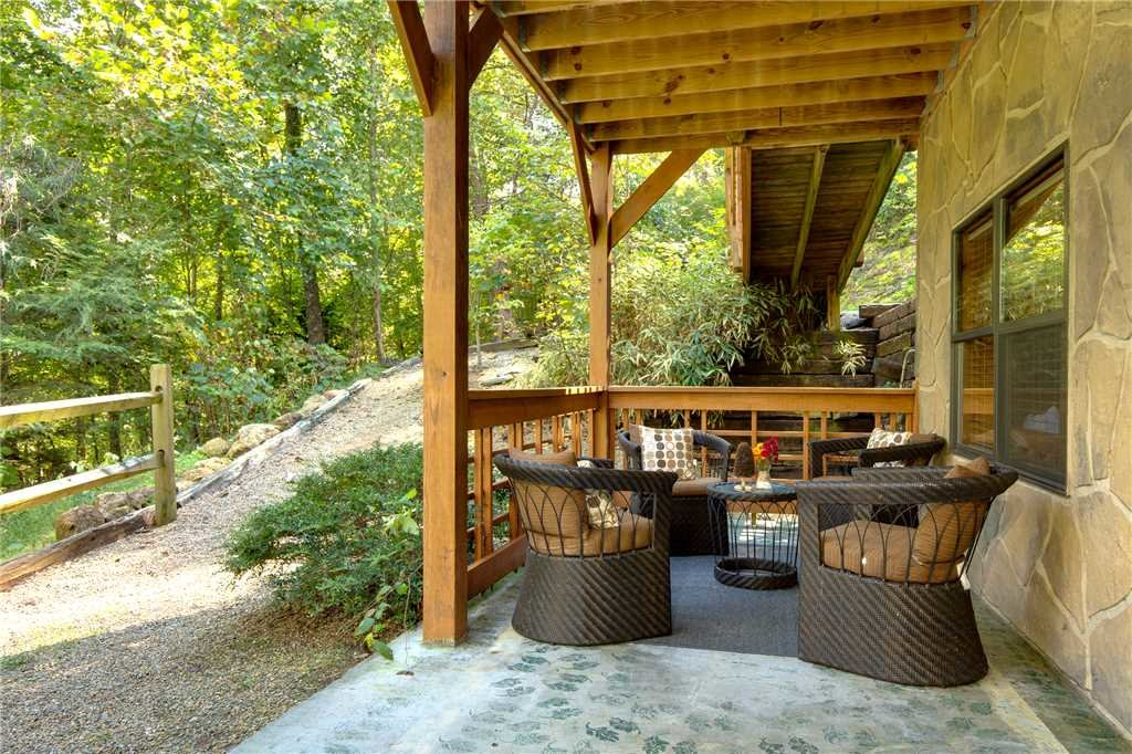 Photo of a Sevierville Cabin named Stonebrook Lodge - This is the twenty-ninth photo in the set.