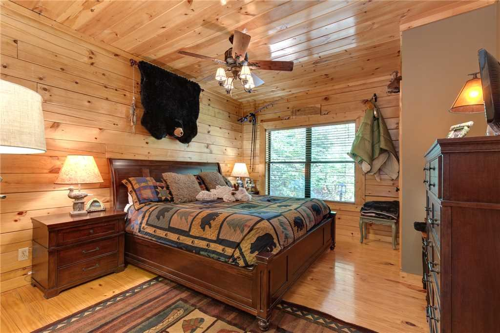 Photo of a Sevierville Cabin named Stonebrook Lodge - This is the twelfth photo in the set.
