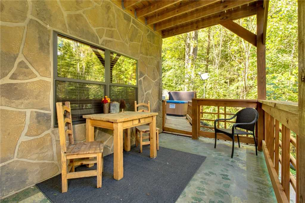 Photo of a Sevierville Cabin named Stonebrook Lodge - This is the thirtieth photo in the set.