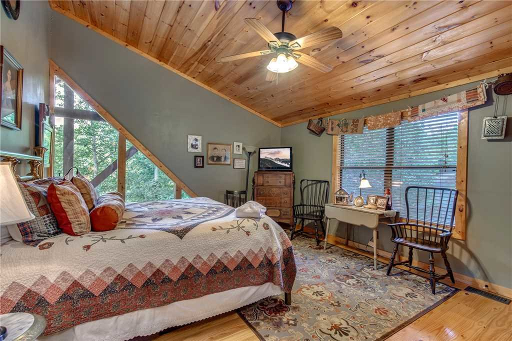 Photo of a Sevierville Cabin named Stonebrook Lodge - This is the seventeenth photo in the set.