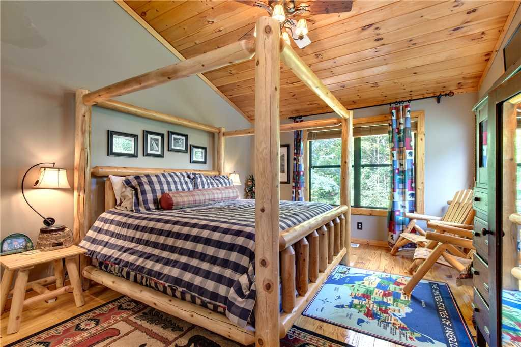 Photo of a Sevierville Cabin named Stonebrook Lodge - This is the nineteenth photo in the set.