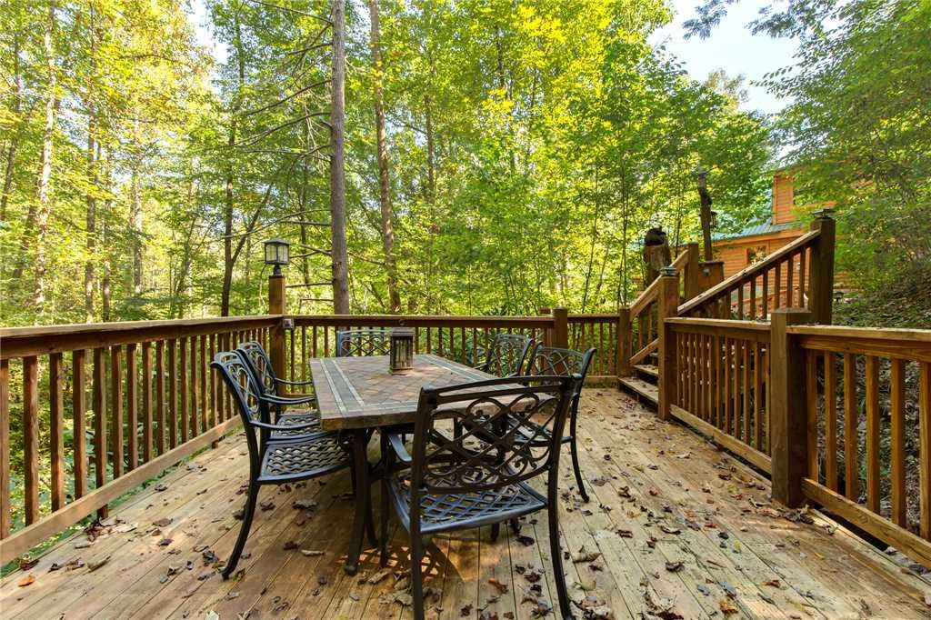 Photo of a Sevierville Cabin named Stonebrook Lodge - This is the thirty-second photo in the set.