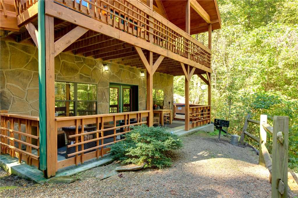 Photo of a Sevierville Cabin named Stonebrook Lodge - This is the thirty-sixth photo in the set.