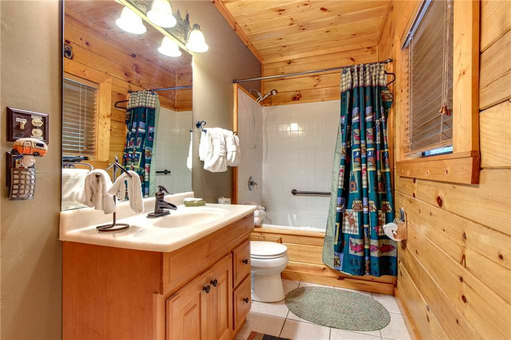 Photo of a Sevierville Cabin named Stonebrook Lodge - This is the twenty-fourth photo in the set.