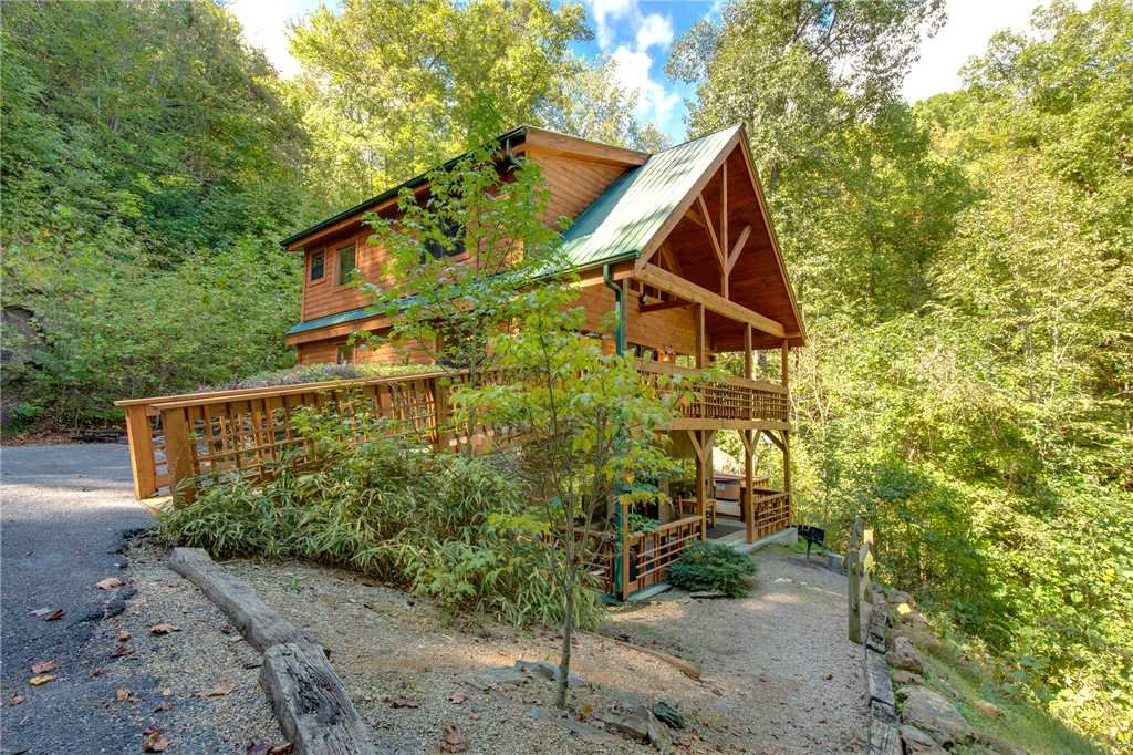 Photo of a Sevierville Cabin named Stonebrook Lodge - This is the thirty-ninth photo in the set.