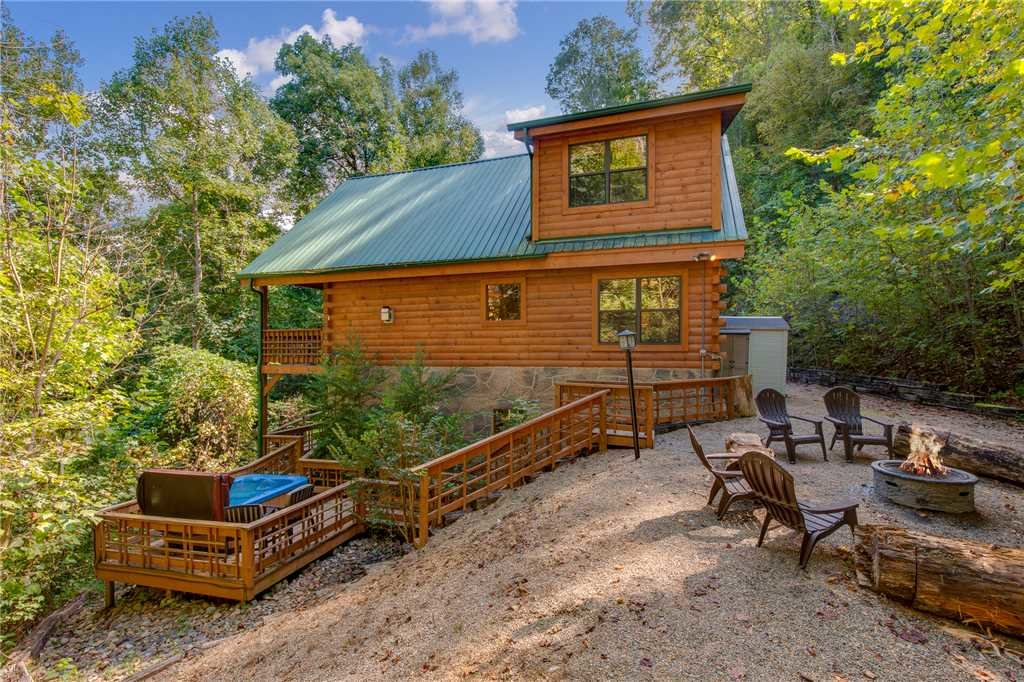 Photo of a Sevierville Cabin named Stonebrook Lodge - This is the thirty-seventh photo in the set.