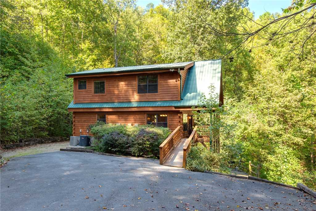 Photo of a Sevierville Cabin named Stonebrook Lodge - This is the thirty-eighth photo in the set.