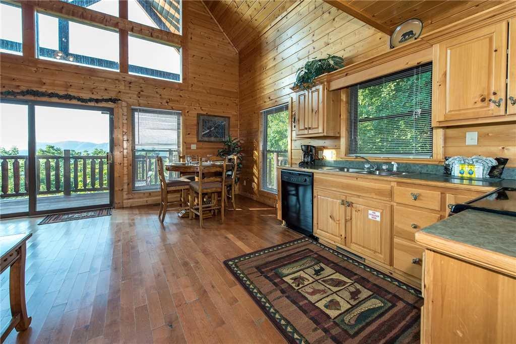 Photo of a Pigeon Forge Cabin named Bear Bluffs - This is the eighth photo in the set.