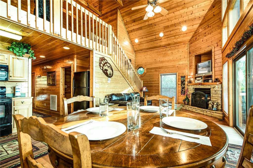 Photo of a Pigeon Forge Cabin named Bear Bluffs - This is the sixth photo in the set.