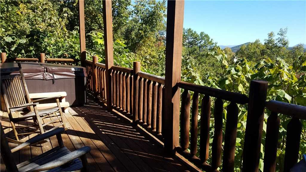 Photo of a Pigeon Forge Cabin named Bear Bluffs - This is the twenty-sixth photo in the set.