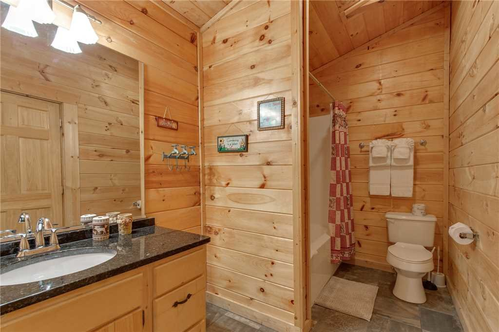Photo of a Gatlinburg Cabin named Mountain Dreams - This is the eighteenth photo in the set.