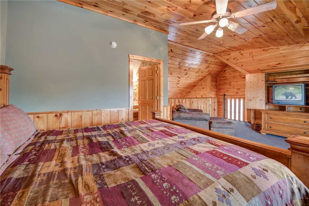 Photo of a Pigeon Forge Cabin named Bear Hyde - This is the twelfth photo in the set.