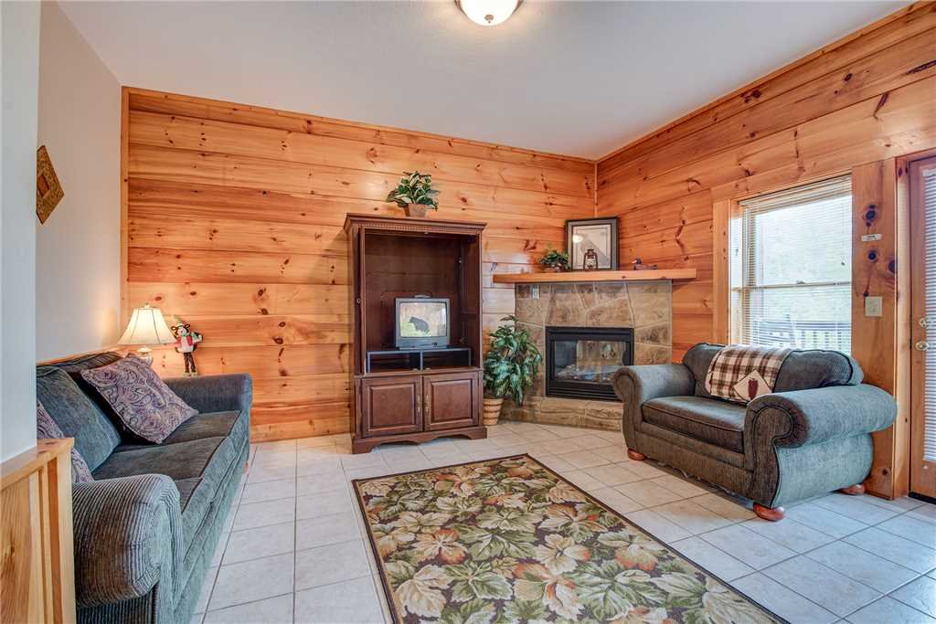 Photo of a Pigeon Forge Cabin named Bear Hyde - This is the fourteenth photo in the set.