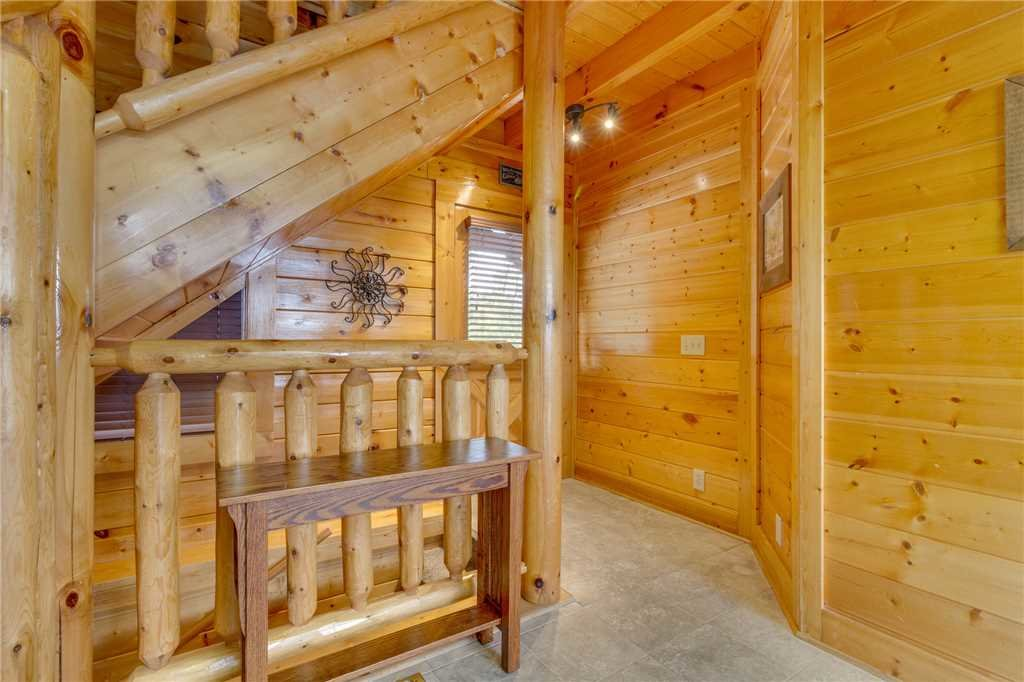 Photo of a Pigeon Forge Cabin named High Expectations - This is the twenty-second photo in the set.