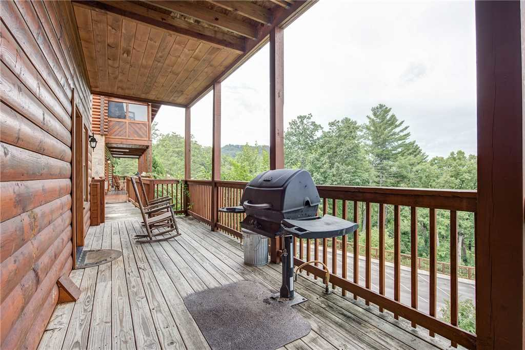 Photo of a Pigeon Forge Cabin named Bear Hyde - This is the twenty-second photo in the set.