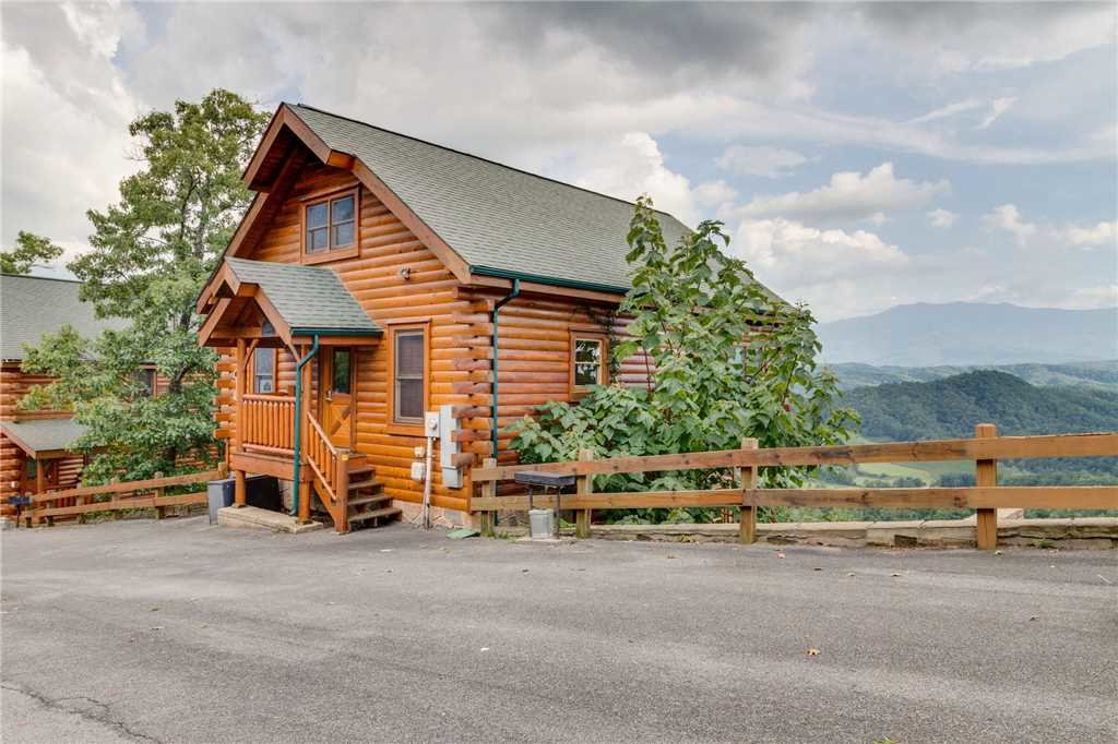 Photo of a Pigeon Forge Cabin named High Expectations - This is the fifty-second photo in the set.