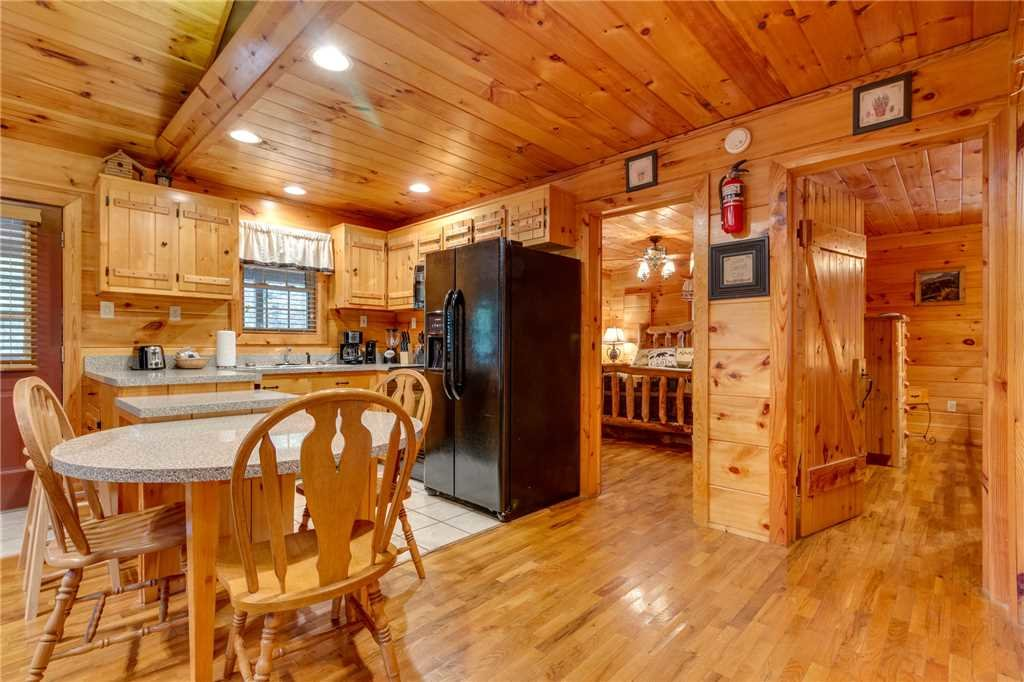 Photo of a Pigeon Forge Cabin named Tranquility - This is the fifteenth photo in the set.