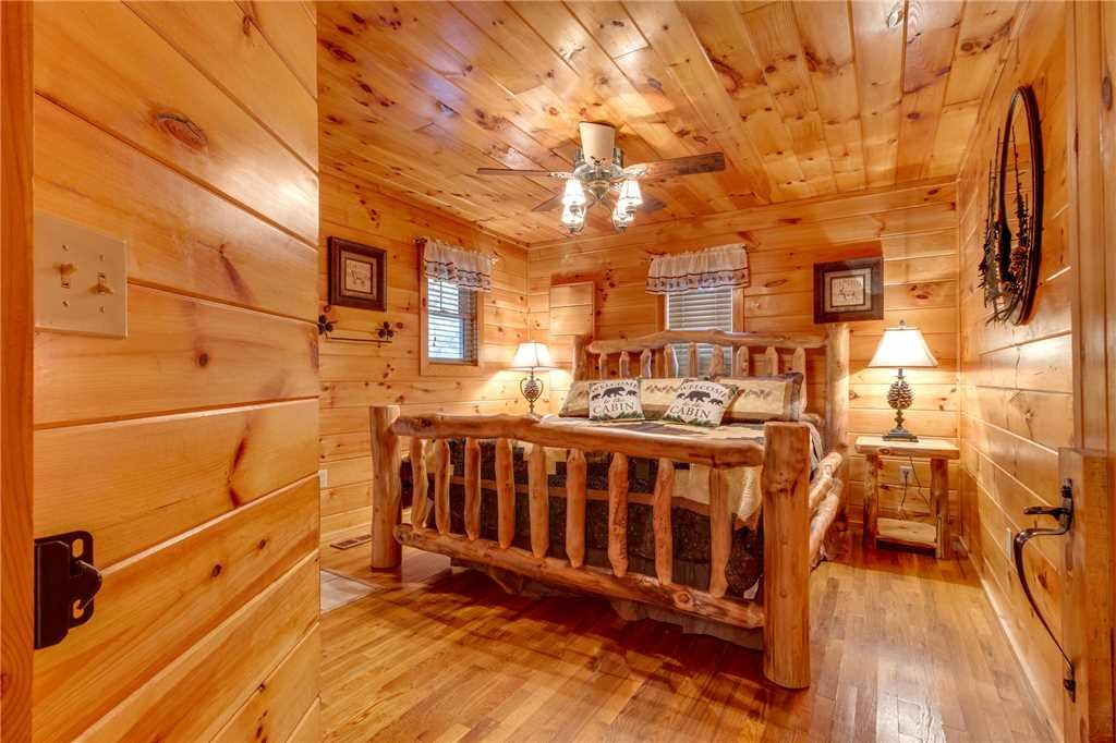 Photo of a Pigeon Forge Cabin named Tranquility - This is the nineteenth photo in the set.