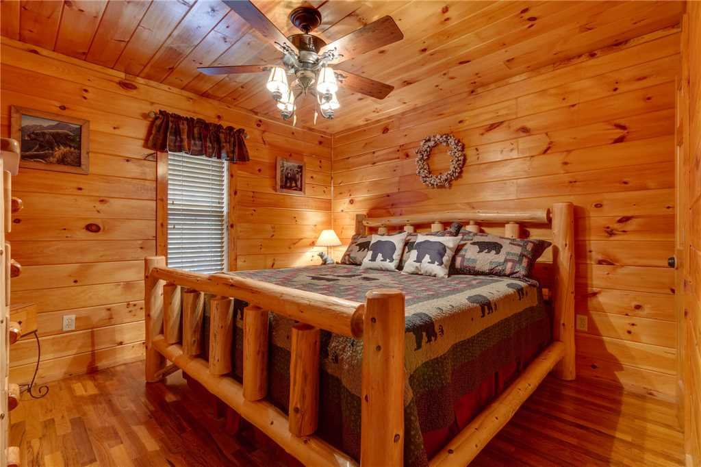 Photo of a Pigeon Forge Cabin named Tranquility - This is the twenty-fourth photo in the set.