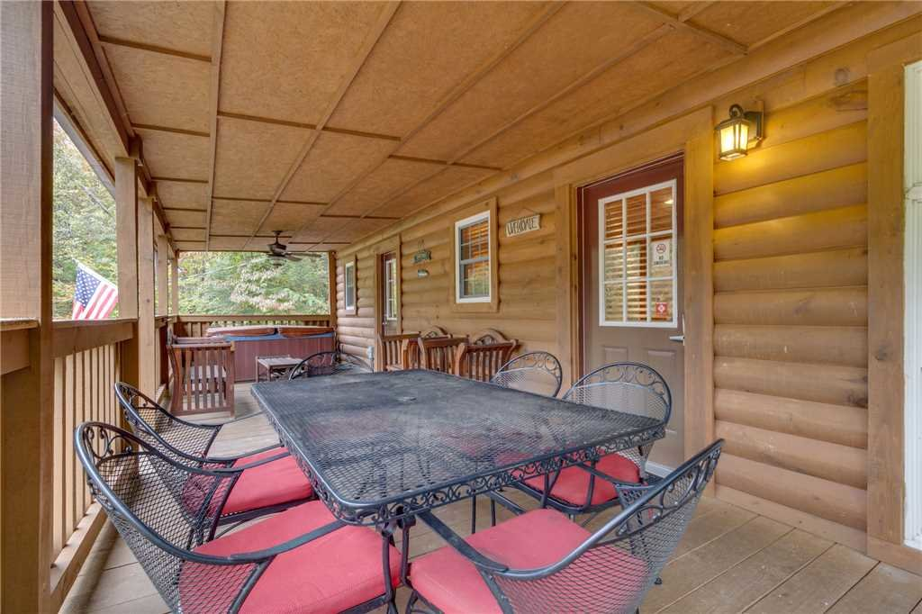 Photo of a Pigeon Forge Cabin named Tranquility - This is the twenty-eighth photo in the set.