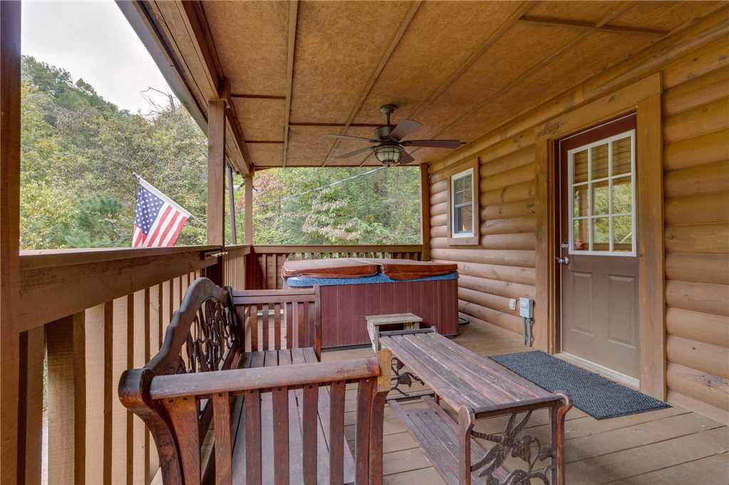 Photo of a Pigeon Forge Cabin named Tranquility - This is the twenty-ninth photo in the set.