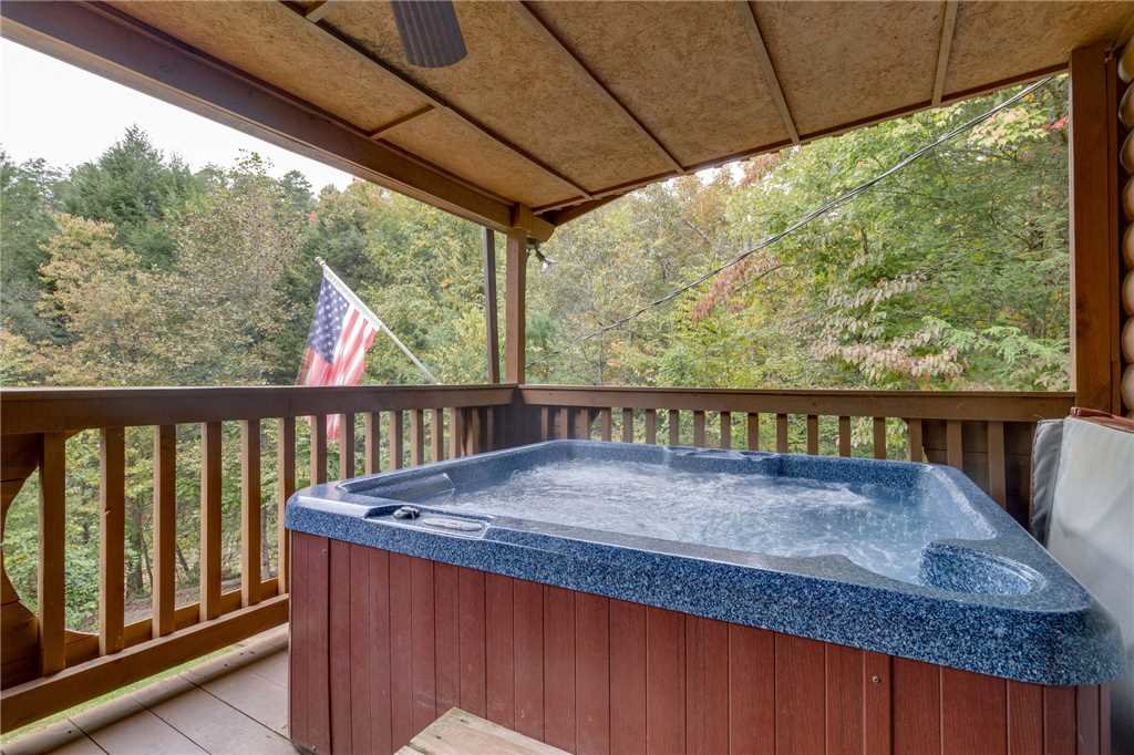 Photo of a Pigeon Forge Cabin named Tranquility - This is the thirtieth photo in the set.