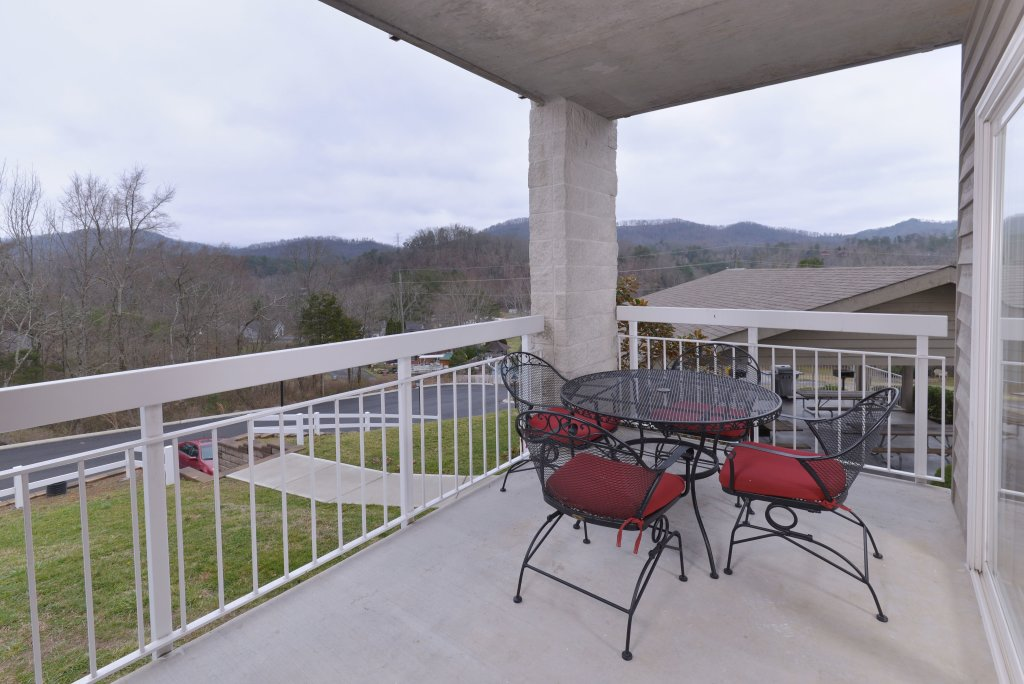 Photo of a Pigeon Forge Condo named Whispering Pines 411 - This is the forty-second photo in the set.