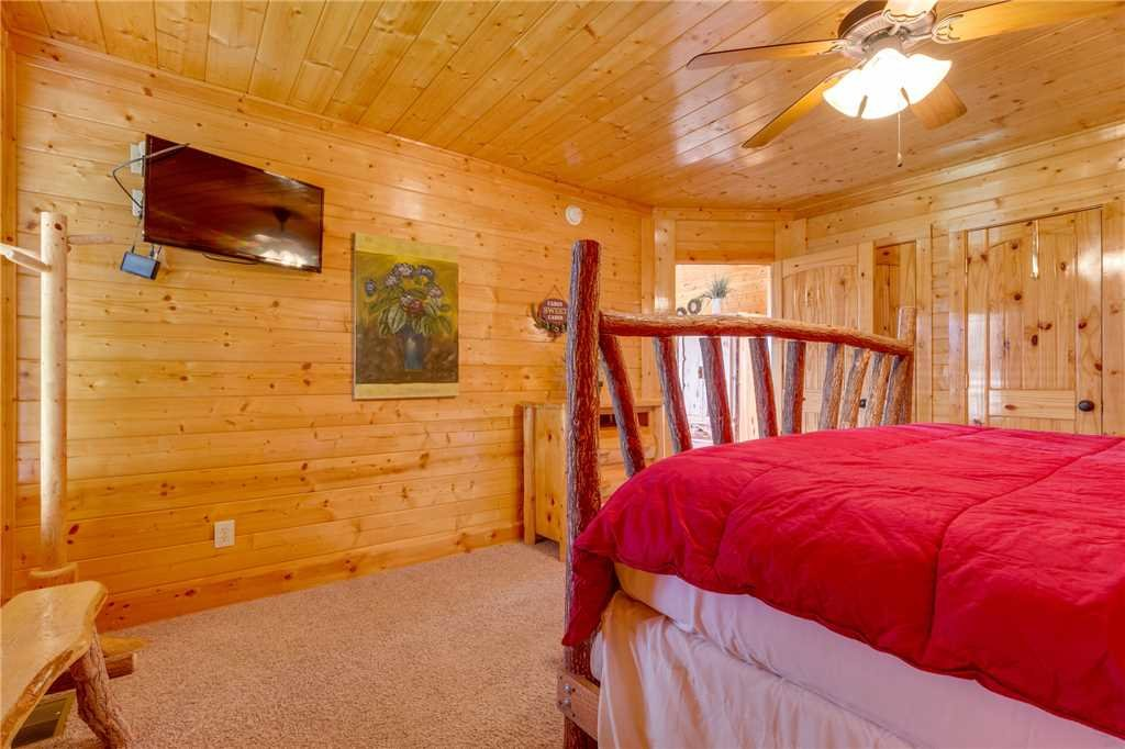 Photo of a Pigeon Forge Cabin named Breathtaking View - This is the fortieth photo in the set.