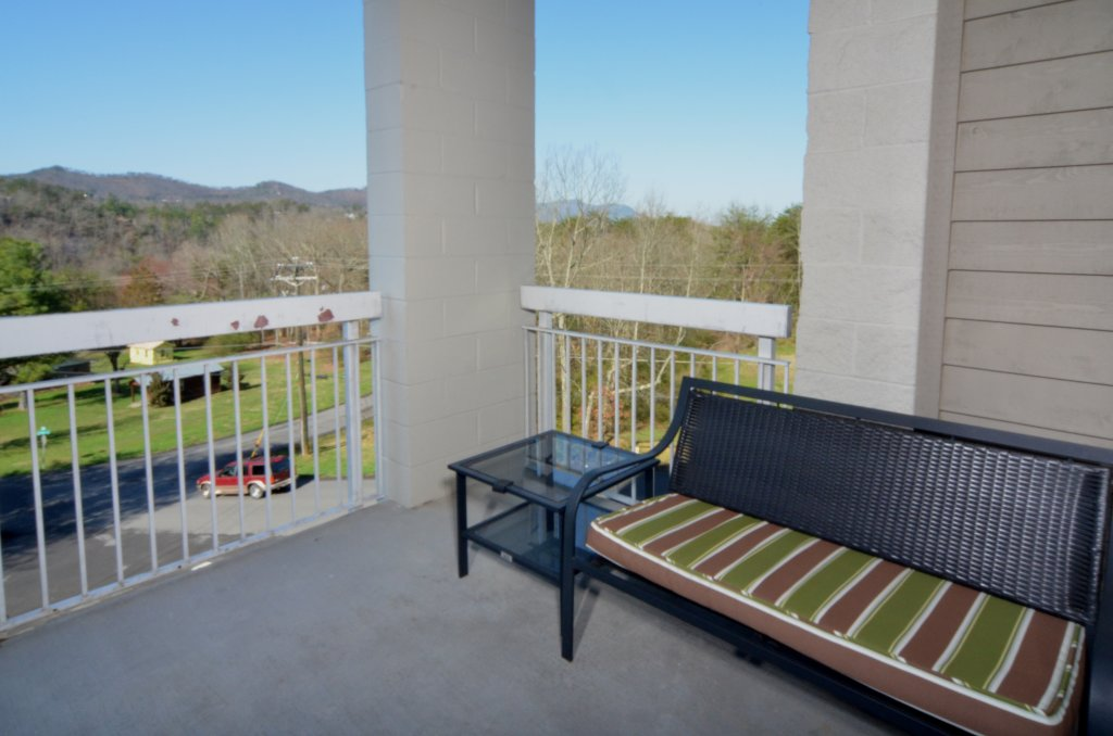Photo of a Pigeon Forge Condo named Whispering Pines 621 - This is the seventeenth photo in the set.