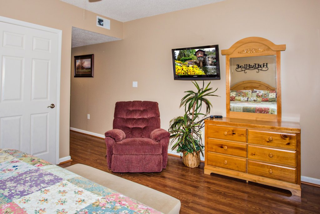 Photo of a Pigeon Forge Condo named Whispering Pines 102hc - This is the eighth photo in the set.