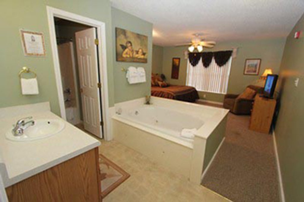 Photo of a Pigeon Forge Condo named Whispering Pines 252 - This is the third photo in the set.