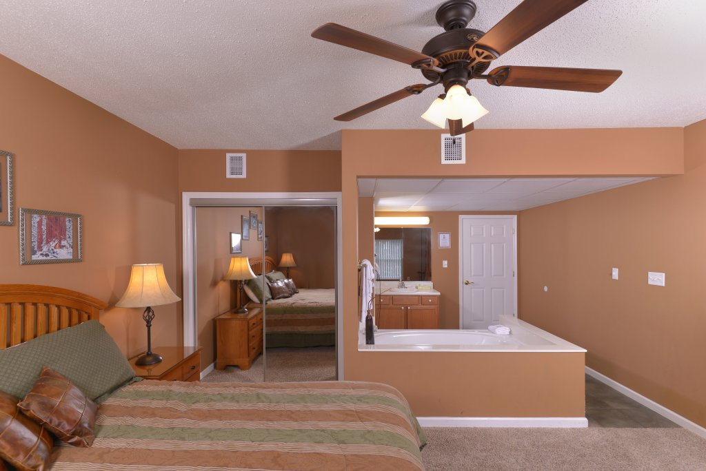 Photo of a Pigeon Forge Condo named Whispering Pines 613 - This is the fifteenth photo in the set.
