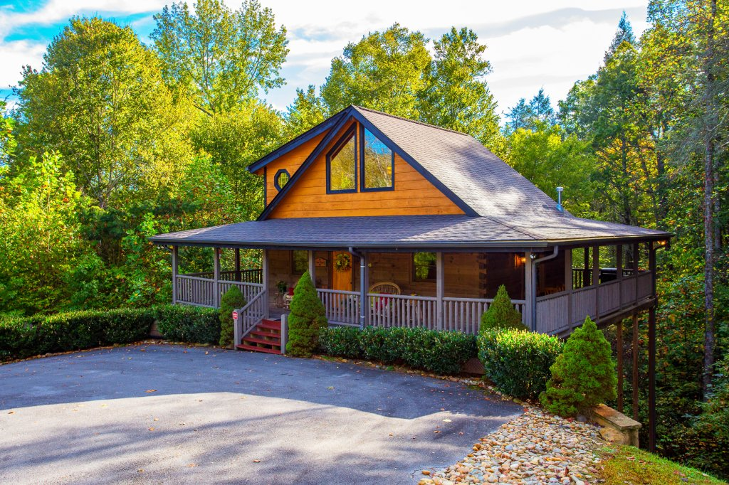 Photo of a Sevierville Cabin named Cedar Forest - This is the first photo in the set.