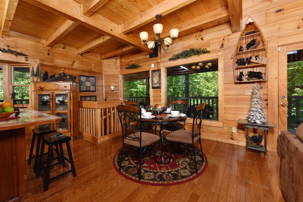 Photo of a Sevierville Cabin named Cedar Forest - This is the fifteenth photo in the set.