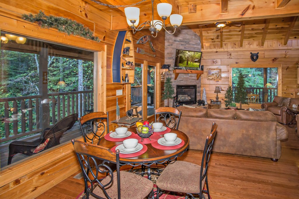Photo of a Sevierville Cabin named Cedar Forest - This is the fourteenth photo in the set.
