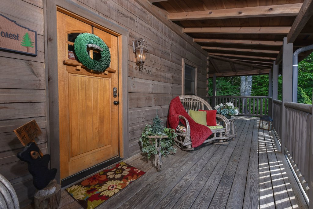 Photo of a Sevierville Cabin named Cedar Forest - This is the twenty-fifth photo in the set.