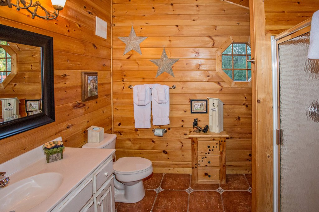Photo of a Sevierville Cabin named Cedar Forest - This is the twenty-third photo in the set.