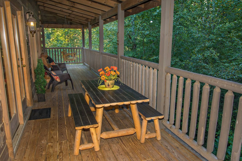 Photo of a Sevierville Cabin named Cedar Forest - This is the thirty-first photo in the set.