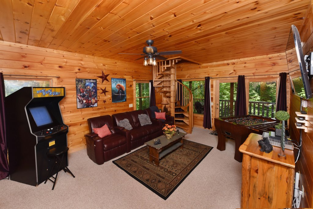 Photo of a Sevierville Cabin named Cedar Forest - This is the thirty-fifth photo in the set.