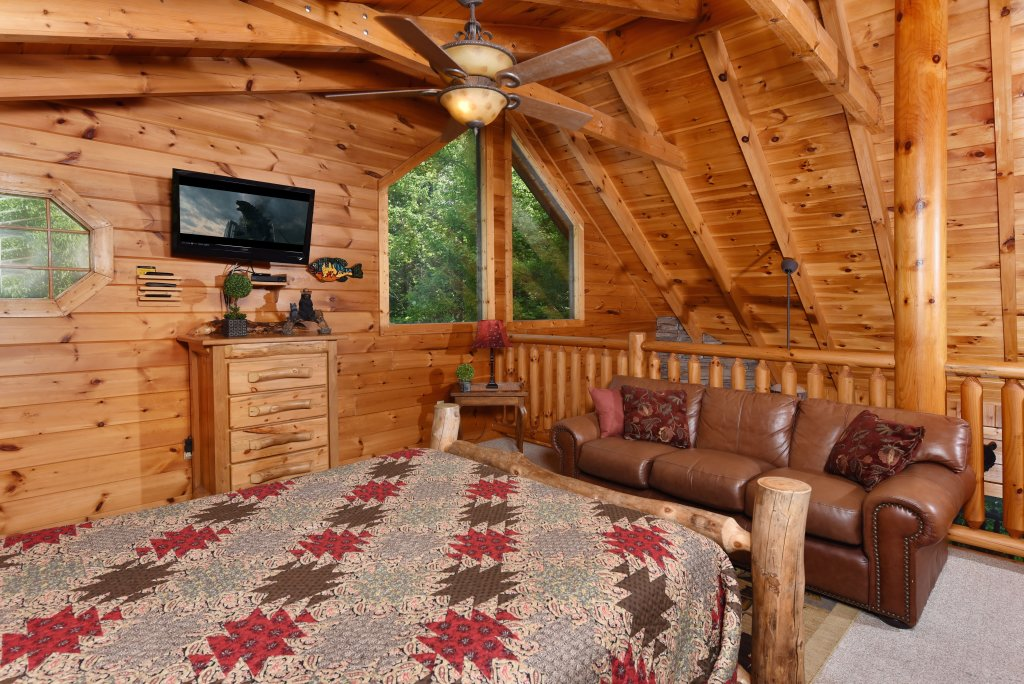 Photo of a Sevierville Cabin named Cedar Forest - This is the twenty-first photo in the set.