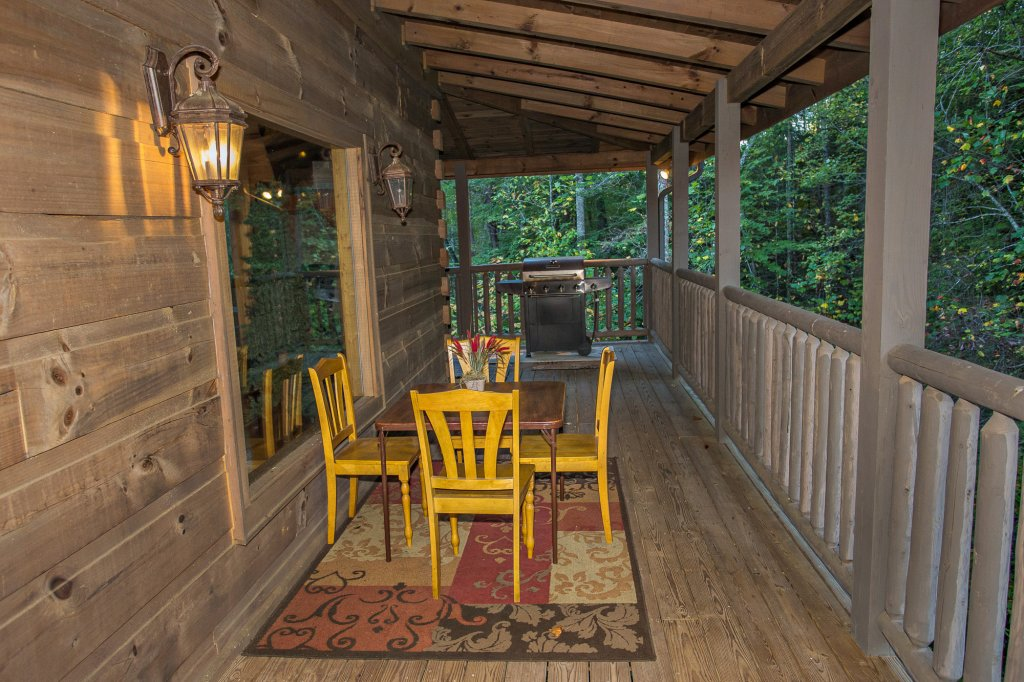 Photo of a Sevierville Cabin named Cedar Forest - This is the forty-fifth photo in the set.