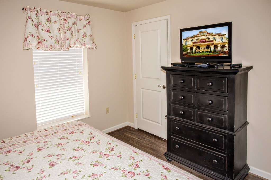 Photo of a Pigeon Forge Condo named Cedar Lodge 704 - This is the eighth photo in the set.