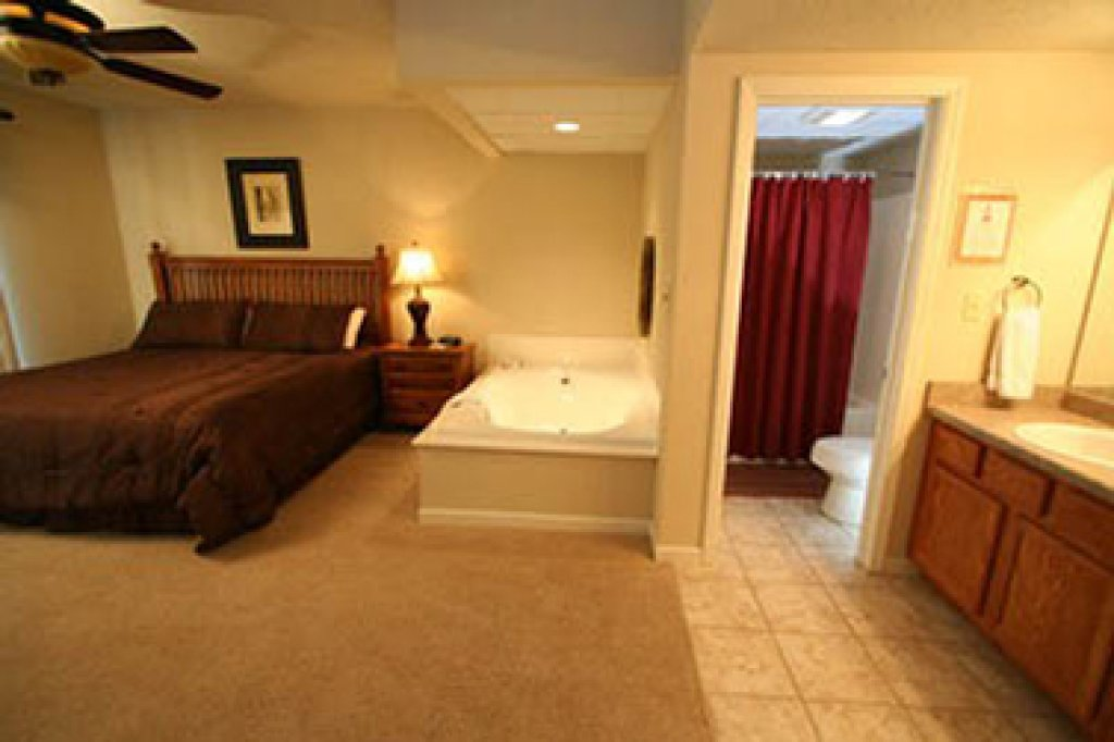 Photo of a Pigeon Forge Condo named Cedar Lodge 605 - This is the seventh photo in the set.