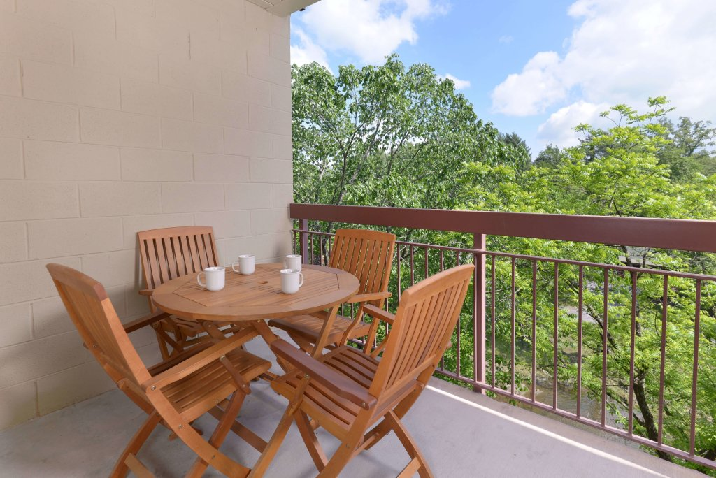 Photo of a Pigeon Forge Condo named Cedar Lodge 504 - This is the fortieth photo in the set.