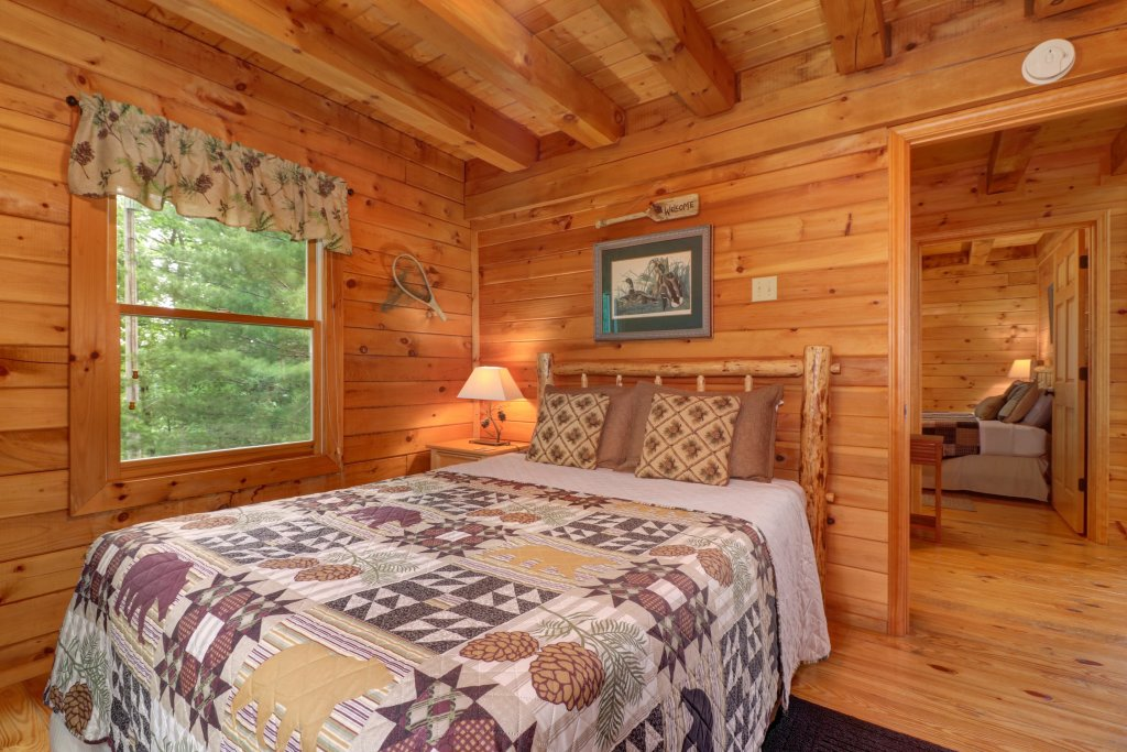 Photo of a Sevierville Cabin named Evergreen - This is the first photo in the set.
