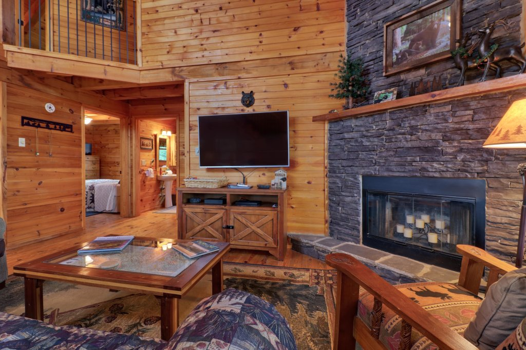 Photo of a Sevierville Cabin named Evergreen - This is the third photo in the set.