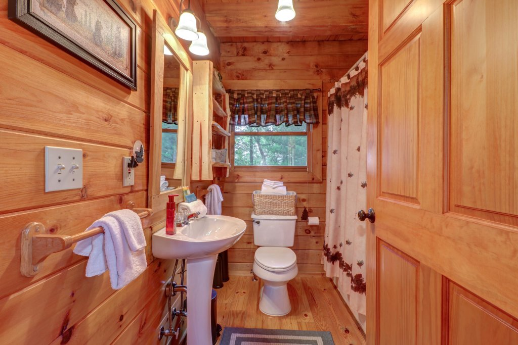Photo of a Sevierville Cabin named Evergreen - This is the twelfth photo in the set.