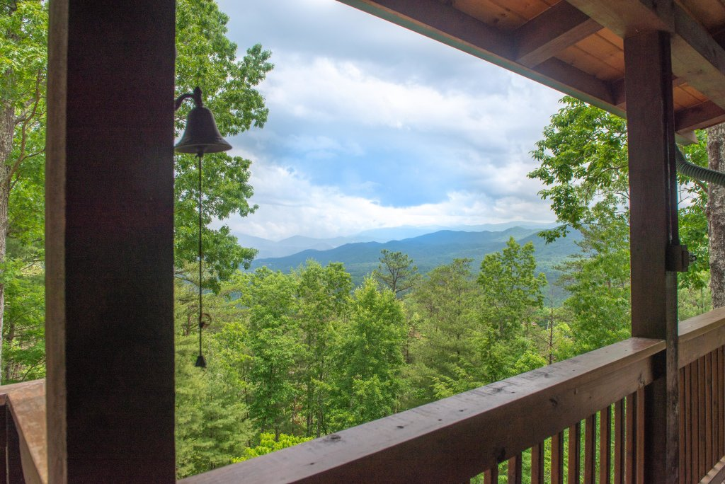 Photo of a Sevierville Cabin named Evergreen - This is the thirty-second photo in the set.