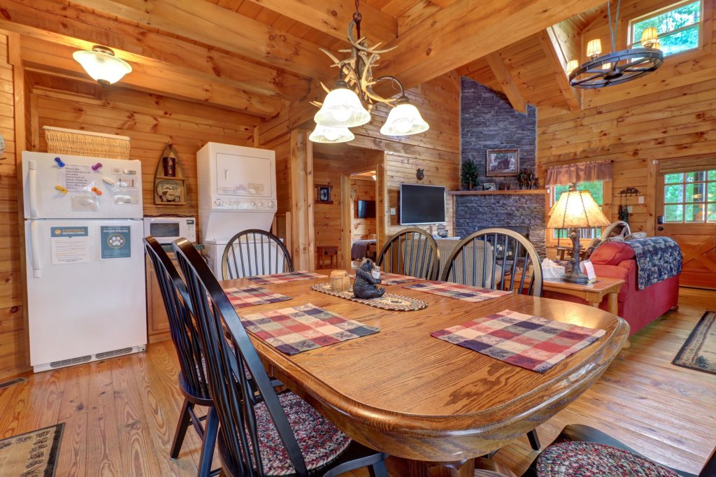 Photo of a Sevierville Cabin named Evergreen - This is the sixth photo in the set.