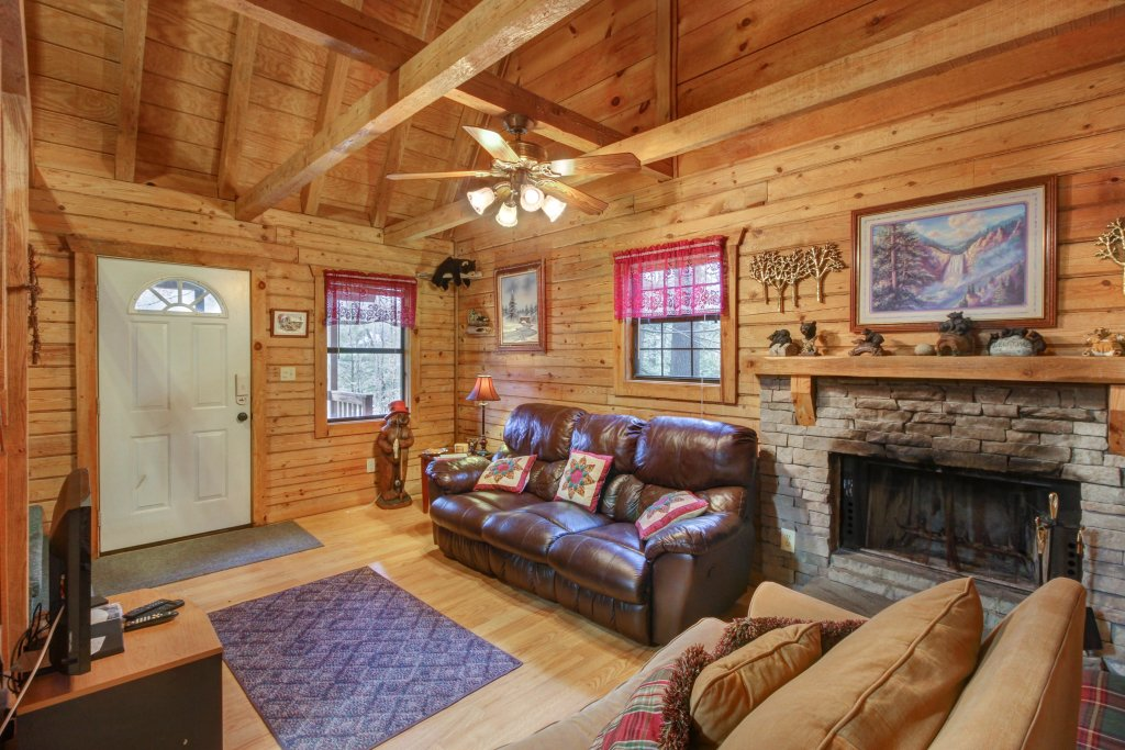 Photo of a Sevierville Cabin named Bear Haven Cabin - This is the second photo in the set.